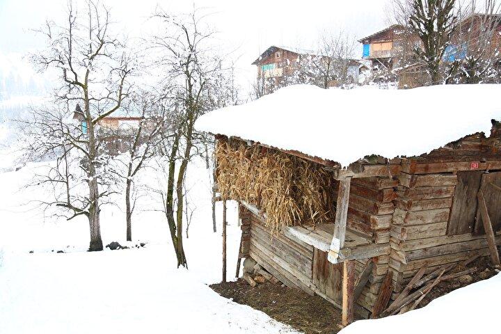 Bölgedeki sobacıların yöreye özel olarak yaptığı sobalar, kışın köylülerin en önemli ev eşyası haline geliyor. Üzerinde yöresel yiyeceklerini pişiren köy kadınları, meşhur Maden köyü patatesini de yine kuzine sobasında pişirip, çayla birlikte tüketiyor.