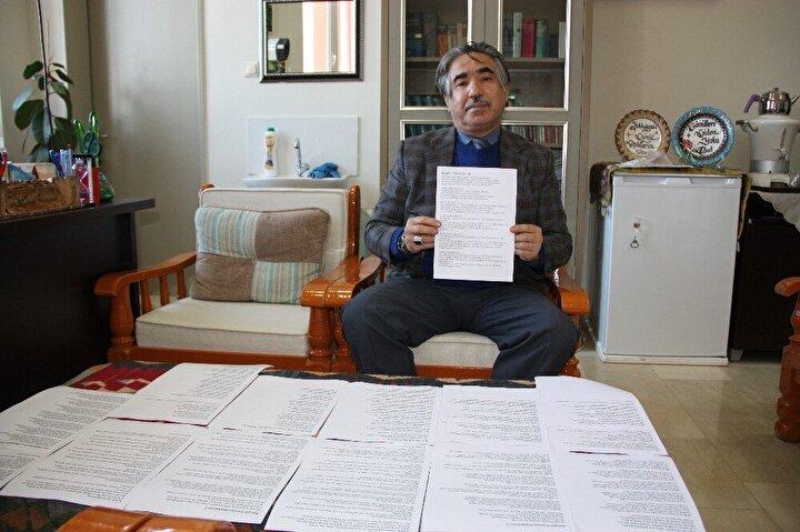 Diyarbakır Dicle Üniversitesinde Almanca Bölümü öğretim üyesi İbrahim Halil Demir, bugüne kadar yazdığı 16 bin kıtaya yakın şiir yazdı.