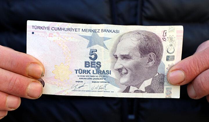 Merkez İpekyolu ilçesi Bahçıvan Mahallesinde oturan Sezgin Yılmaz, bir markette alışveriş yaptıktan sonra aldığı 5 liranın hatalı basıldığını fark etti.