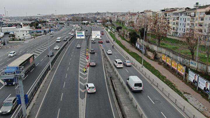 Trafiği atlatmak isteyen sürücüler bu sayede trafiği Samatya mevkiine kadar atlatıyor. Bazı sürücülerin geri geri gelmek yerine ters yöne döndüğü de görülüyor.