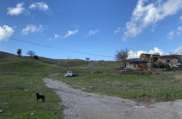 Çevre ve Şehircilik Bakanlığının 2013 yılında, radyoaktif atıkları, toprağa gömdüğü için 5,7 milyon lira ile Türkiyedeki en yüksek çevre cezasını kestiği fabrika, faaliyetine İzmirin Torbalı ilçesinde devam ederken, uzmanlar, fabrikanın geride bıraktığı atığın yarattığı olumsuzluklara dikkat çekiyor.