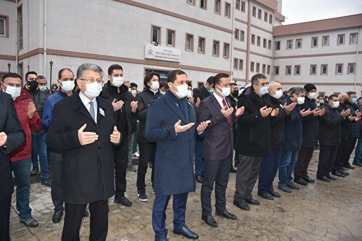 Konuşmaların ardından İl Müftüsü Durmuş Ayvaz tarafından cenaze namazı kıldırıldı. Namazın ardından Karadağ'ın cenazesi Tekirdede Mezarlığı'nda toprağa verildi.