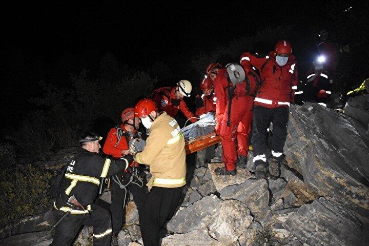 2 saatlik yürüyüş sonunda 30 kişiden oluşan kurtarma ekibi Zırh'a ulaştı.
