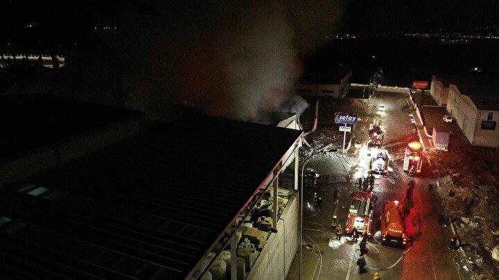 Edinilen bilgiye göre, Melikgazi ilçesi Kayseri Organize Sanayi Bölgesi 57. Cadde üzerinde meydana gelen olayda, masa sandalye üretimi yapan bir fabrikada henüz bilinmeyen bir sebepten yangın çıktı.
