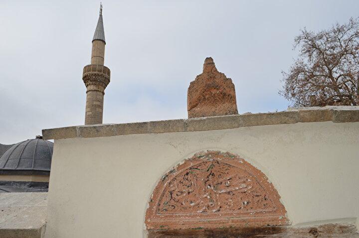 Elazığın Keban ilçesinde bulunan 227 yıllık tarihi Yusuf Ziya Paşa Cami ve Külliyesinde Malatya Vakıflar Bölge Müdürlüğünce 3 yıldır yürütülen restorasyon ve güçlendirme çalışmalarının yüzde 90ı tamamlandı.