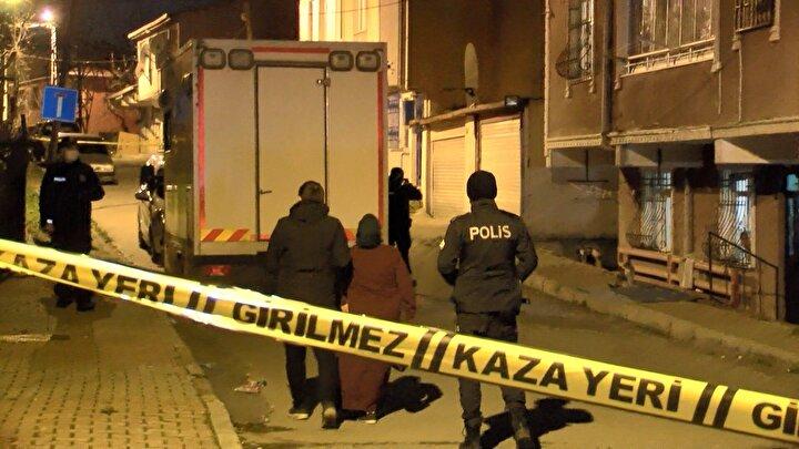 Haber verilmesi üzerine olay yerine çok sayıda polis ve sağlık ekibi sevk edildi. Adnan Soysal kapıyı arkadan kilitlediği için polisler eve giremedi.
