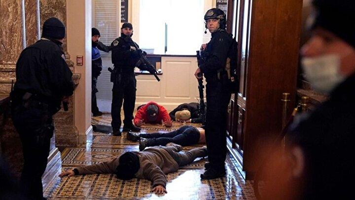 """Olayların artması üzerine Bidenın oylaması durdurulurken, ABD Temsilciler Meclisi üyesi Mike Gallagher yaptığı açıklamada, """"Lütfen evinize dönü. Bu iş bitti"""" dedi."""
