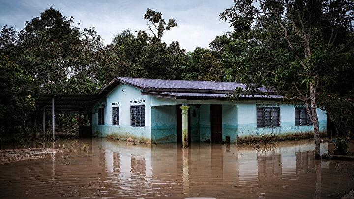 Malezyadaki sel baskınları sürüyor: