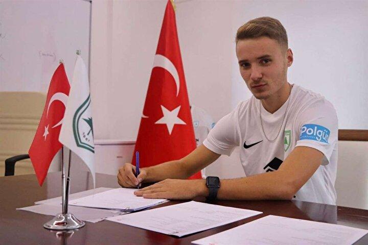 Fenerbahçe'nin Bucaspor'dan sezon başında transfer ettiği Barış Sungur, kiralık olarak Muğlaspor'da forma giyiyor. 18 yaşındaki genç futbolcu, yeşil-beyazlılarla ligde 11, Türkiye Kupası'nda ise 4 maçta forma giydi. Sungur, kupa maçlarında takımı adına 1 gol kaydetti.