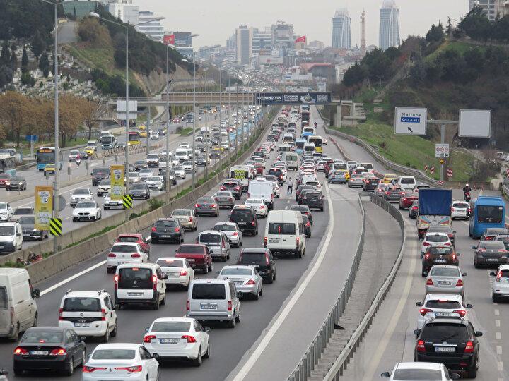 İstanbul Büyükşehir Belediyesi Trafik Yoğunluk Haritası verilerine göre, trafik yoğunluğu yüzde 70e kadar dayandı.