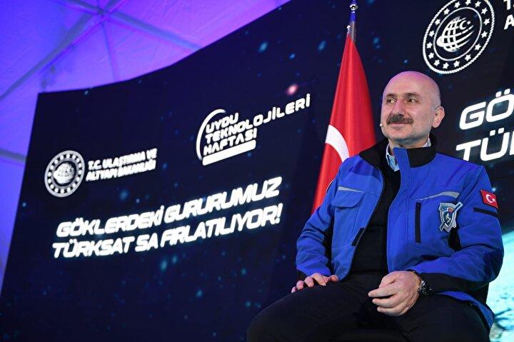 Ulaştırma ve Altyapı Bakanı Adil Karaismailoğlu, Türksat 5A uydusunun fırlatılmasını Ankarada Türksat Genel Müdürlüğünde düzenlenen törenle canlı olarak takip etti.