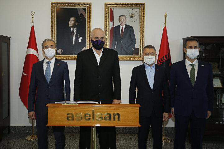 Burada Arnavutluk Başbakanı Rama ile ortak açıklama yapan Oktay, Türkiyenin savunma sanayi alanındaki kapasitesini yerinde görmek ve Arnavutlukun ihtiyaçlarını tespit etmek için ASELSANa ziyarette bulunduklarını belirtti.