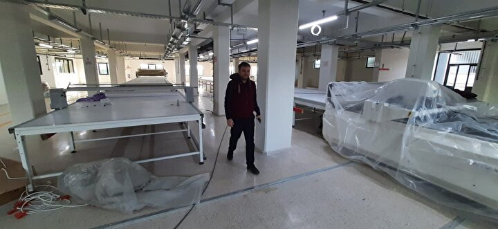 Başiskele ilçesinde 20 milyar liranın üzerinde bir yatırımla Ford Otosan ve Volkswagen ortaklığıyla kurulacak olan yeni fabrikada 3 bin kişilik istihdam sağlanacak. Gölcükte ise 2 yıldır üretim yapan bir tekstil firması yeni fabrikasını kurdu. Yeni fabrikanın ise 800 kişiye istihdam sağlaması hedefleniyor.