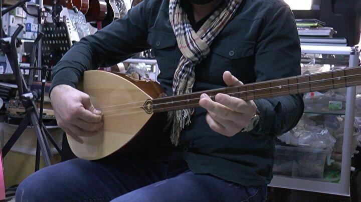 Eskiden müzik aleti çalmaya fırsat bulamayan vatandaşların enstrümanlarını tamire getirdiğini ya da yeni müzik aletlerine merak saldığını belirtti.