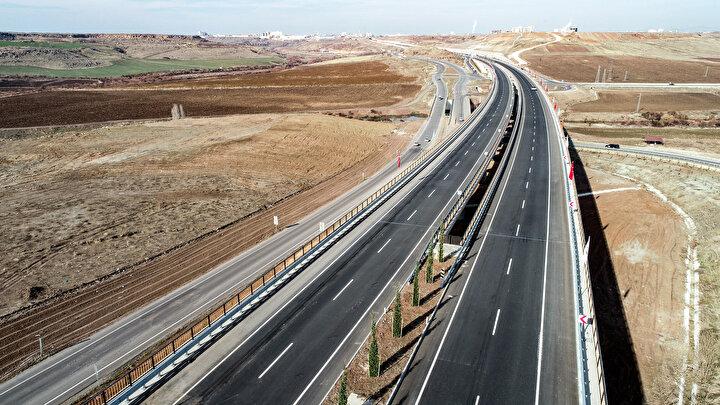 Devegeçidi Köprüsü, Diyarbakırı Elazığa bağlayan Diyarbakır-Ergani yolu üzerinde yer alan Devegeçidi Vadisinin yüksek standartlı geçilmesi çalışmaları kapsamında inşa edildi.