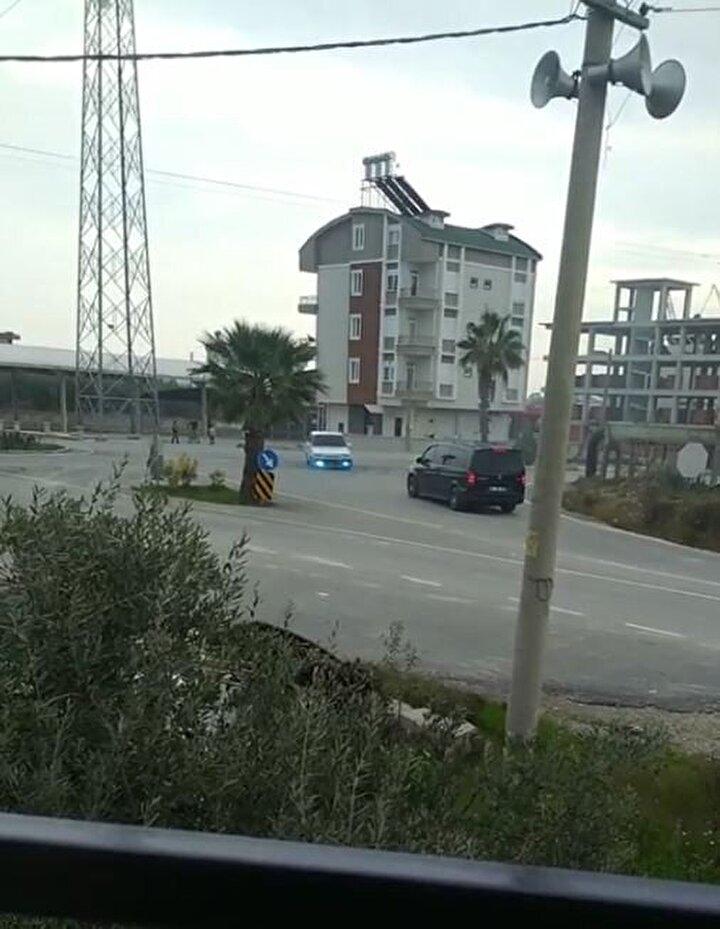 Antalyanın Serik ilçesi Kökez Mahallesi'nde sokakta bir sürücünün otomobille drift attığını gören vatandaşlar, durumu polise bildirdi.