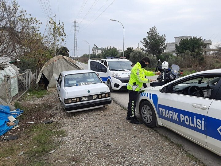 İhbarla olay yerine gelen polis ekipleri sürücü Fatih Y.'yi işlem yapılması için durdurdu.