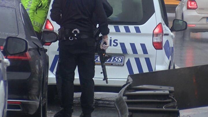 Polis ekiplerinin takip ettiği otomobil Haliç Köprüsü üzerinde trafik yavaşlatılarak yakalandı.