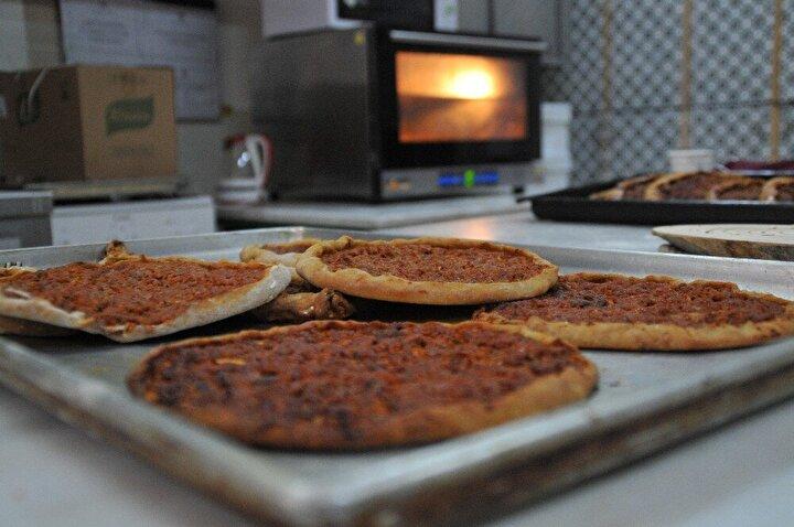 Eskişehir Olgunlaşma Enstitüsü Yiyecek İçecek Atölyesinin usta öğreticileri, yulaf ununu kullanarak yeni bir lezzet geliştirdi.