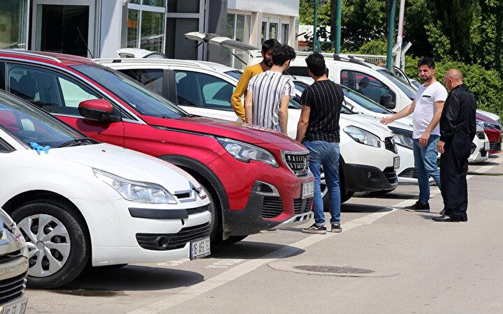 İkinci el online pazar raporundan derlenen verilere göre, 2020 yılında ikinci el online binek ve hafif ticari araç pazarında toplam 2 milyon 53 bin 55 adet satış gerçekleşti.