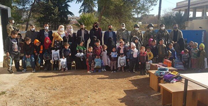 Türkiye, terör örgütü YPG/PKKdan temizlenen Rasulayn ilçesinde dul kadınlara ve yetim çocuklara sahip çıkmaya devam ediyor.