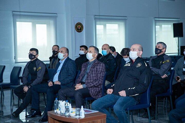 Yerlikaya, Twitter hesabından, İçişleri Bakanımız Sayın Süleyman Soylunun teşrifleriyle İstanbul Takviye Hazır Kuvvet Müdürlüğümüzü ziyaret ettik. Toplumsal etkinlikler ve olaylar başta olmak üzere doğal afetlerde etkin şekilde görev yapan polisimize başarılar diliyorum. paylaşımı yaptı.