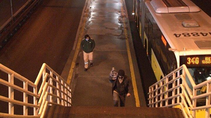 Sabahın erken saatlerinde vatandaşların araçlarıyla trafiğe katılımı görülürken vatandaşlar metrobüs ve otobüs gibi toplu ulaşım araçlarını kullanmaya başladı.