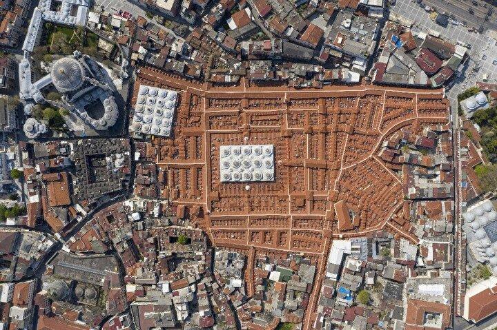 Film İstanbul'un sokağa çıkma kısıtlamasında kuş bakışı nasıl gözüktüğünü gözler önüne serdi.