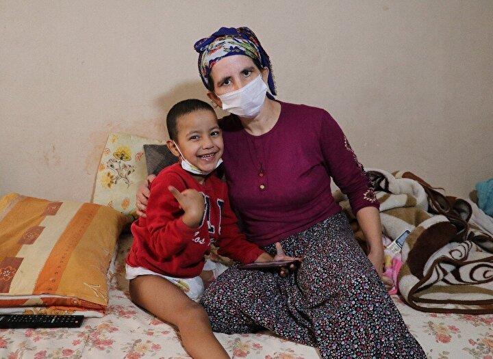 Kaplan, olay yerine gelen ambulansla Çukurova Üniversitesi Tıp Fakültesi Balcalı Eğitim ve Araştırma Hastanesine kaldırıldı. 6 saat süren ameliyatla sol bacağı dizinden kesilen, rahmi ve yumurtalığı alınan küçük kızın iç organları da hasar gördü ve bağırsağı dışarıda kaldı.