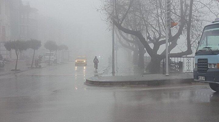 Hafta sonu uygulanan 56 saatlik sokağa çıkma kısıtlamasının ardından Düzce şehir merkezinde sis etkili oldu.