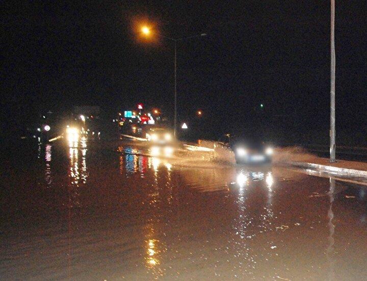 Meteoroloji Genel Müdürlüğünün uyarılarının ardından Trakya'da beklenen yağış gündüz saatlerinde çeşitli aralıklarla etkisini gösterdi. Tekirdağ'ın Malkara, Hayrabolu ve Şarköy ilçelerinden giriş yaparak kent geneline yayılan yağış yer yer etkisini artırdı.