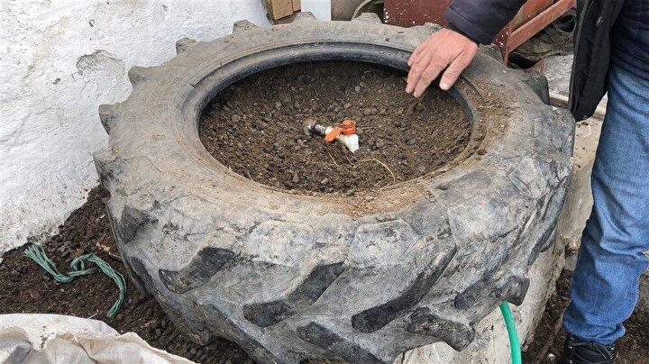 Aslan, traktör lastiğinin içini fışkı adı verilen koyun dışkısıyla doldurarak, suyun donmasını önledi. Bu sistemi kendisinden sonra köyde birkaç kişinin daha uygulamaya başladığını belirten Aslan, Geceleri sıfırın altında 20 dereceyi bulan soğuklar nedeniyle maalesef sularımız donuyor. Donan su borularını açmak ise saatlerimizi alıyordu. Ne yaptıysam bunu önleyemedim.