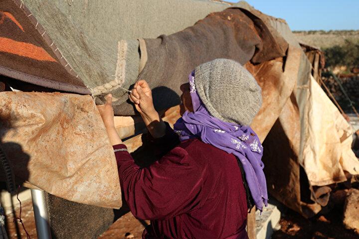 Ayrıca Muhammed, çadırlarda yaşayan aileler için battaniye, yağmurluk ve odun yardımı çağrısında bulundu.