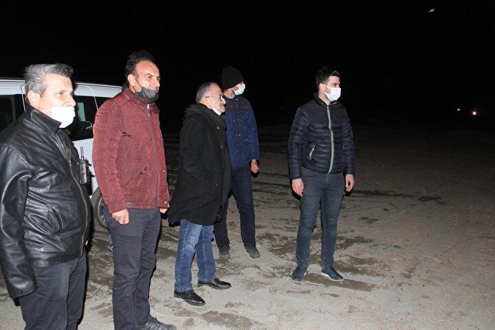 Beyşehir Belediye Başkanı Adil Bayındır da bölgeye gelerek ekiplerden çalışmalarla ilgili bilgi aldı.