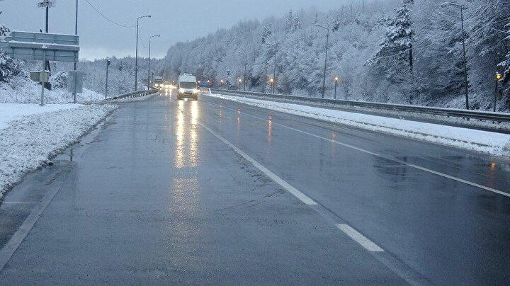 Kar yağışı kısa sürmesine rağmen TEM Otoyolu Bolu Dağı kesimi ve D-100 karayolunun Yumrukaya, Abant Kavşağı, Elmalık, Bakacak, Seymenler, Karanlıkdere, Bıçkıyanı, Sarıçökek bölgesinde etkili oldu.