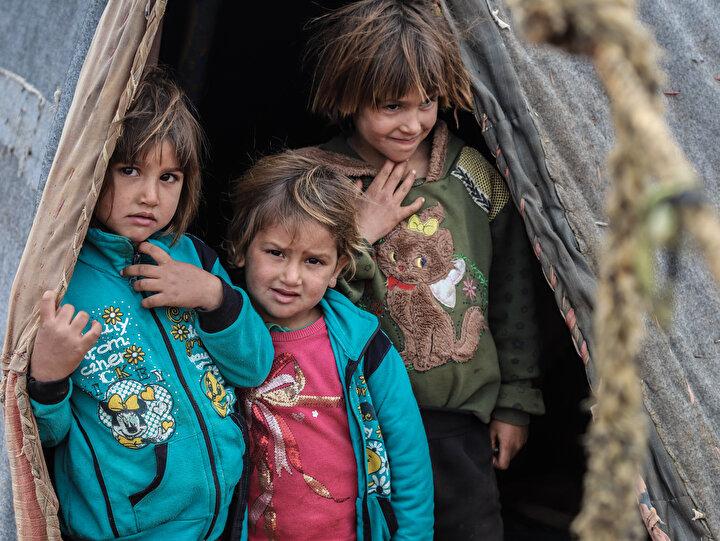 Suriyede Esed rejimi ve destekçilerinin saldırılarından kaçarak Türkiye sınır hattına sığınan yüz binlerce sivil imkansızlıklar içinde hayata tutunmaya çalışıyor.