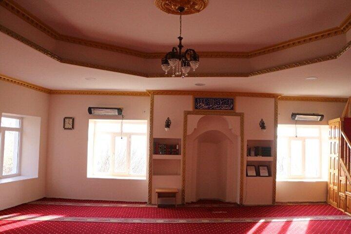 Mahalle sakinleri yaklaşık 141 yıldır, cami yapıldığından bugüne kadar altından yol geçtiğini belirtti.