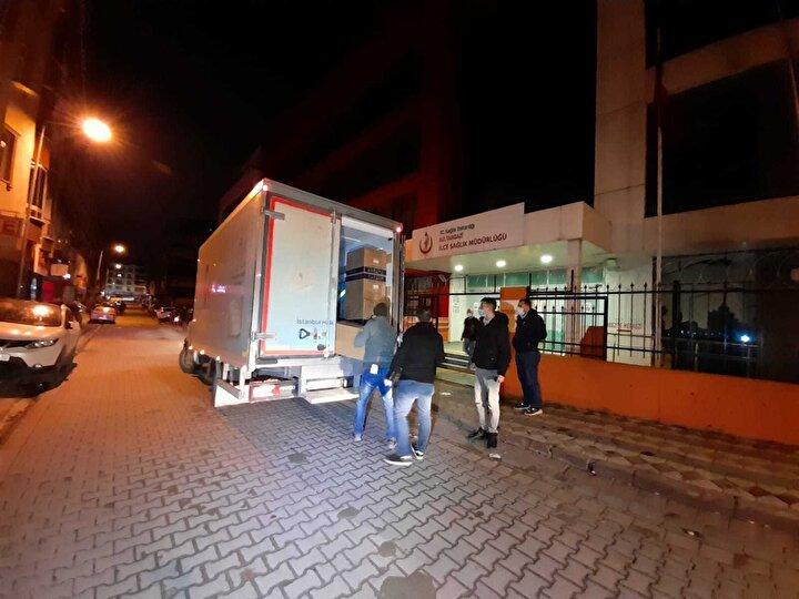 Çinden Türkiyeye getirilen CoronaVac aşısı, Sağlık Bakanlığına ait özel tasarlanmış iklimlendirme özellikli Aşı Nakil Aracı ile İstanbulda hastanelere dağıtıldı.