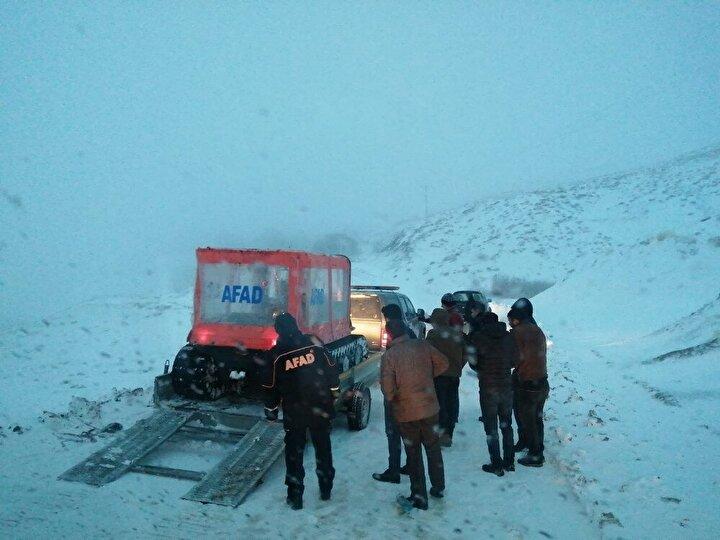 Bölge genelinde kar yağışı nedeniyle sürücülerin dikkatli olması ve ihtiyaç olmadığı sürece yola çıkmamaları önerildi.
