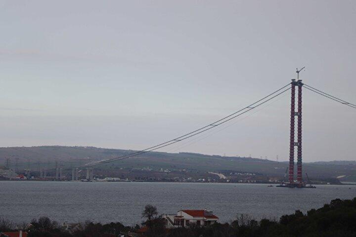 Köprünün, Çanakkale Deniz Zaferinin 107nci yıl dönümüne rastlayan 18 Mart 2022de hizmete alınması planlanıyor. Ulaştırma ve Altyapı Bakanı Adil Karaismailoğlu, çalışmaların iyi gittiğini, köprünün daha erken açılabilme ihtimalinin olduğunu açıklamıştı.