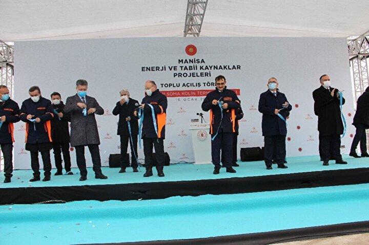 """Açılış töreninde konuşan Enerji ve Tabii Kaynaklar Bakanı Fatih Dönmez, """"Manisa'mızın ve Türkiye'mizin üretim gücüne güç katacak yatırımlarımızın ülkemize ve milletimize hayırlar getirmesini temenni ediyorum. Bugün burada gerçekleştirdiğimiz açılış değişen ve büyüyen Türkiye'nin en önemli resimlerinden biri. AK Parti kurulduğunda 'Kaynağı nasıl bulacaksınız? Sorusuna zat-ı alinizin verdiği 'Kaynak Türkiye' cevabının en güzel örneği. Finansmanıyla, insan kaynağıyla, doğal zenginliklerimizle kaynağın Türkiye olduğu yatırımları hayata geçiriyoruz. Bugün toplam 1,37 milyar dolarlık yatırımla, 1'i yerli kömür, 3'ü jeotermal santral olmak üzere 4 enerji tesisimizin açılışını, Soma ve Kırkağaç ilçelerimize doğal arzını gerçekleştireceğiz inşallah."""