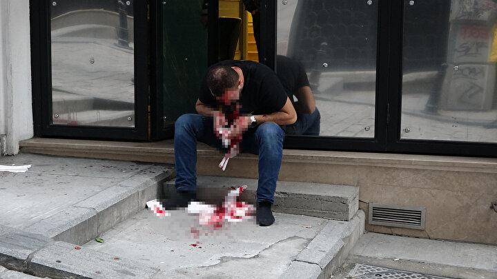 Olay dün akşam saat 17.00 sıralarında yaşandı. Yüksek Kaldırım Caddesi üzerinde bulunan otelde kalan Mehmet Emin Ö. elindeki tabancanın ateş alması sonucu başından yaralandı.