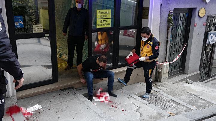 Bir süre sonra gelen sağlık ekipleri yaralıya olay yerinde ilk müdahalede bulundu.