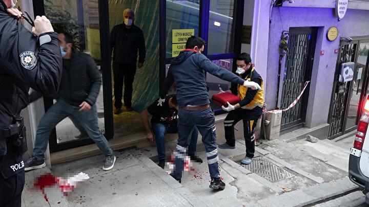 Daha sonra otel önüne çıkan Mehmet Emin Ö. oturup beklerken polis ekipleri durumu sağlık ekiplerine bildirdi.