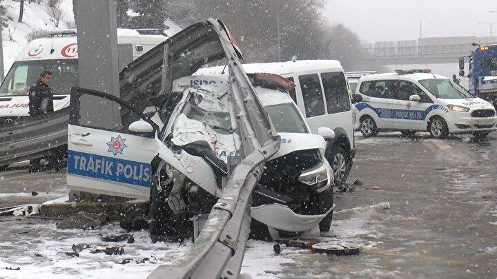 Yaralı polislerin hayati tehlikeleri bulunmadığı öğrenilirken kaza yapan araçlar olay yerinde kaldırıldı.