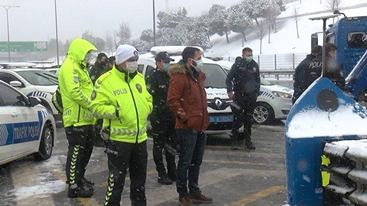 Beşiktaşta sivil polis aracı, trafik polisi aracına arkadan çarptı 3 polis yaralandı