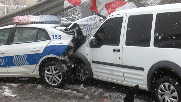 Sivil trafik polis aracını kullanan polis, Etiler yol ayrımına geldiğinden o sırada ayrımda sabit bekleyen trafik polisi aracını fark etmedi.