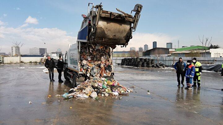 Şirinevler Mahallesinde yaşayan B.T, dün akşam saatlerinde evdeki çöplerle birlikte içinde 4 tam altın bulunan poşeti, sokaktaki çöp konteynerine yanlışlıkla attı.
