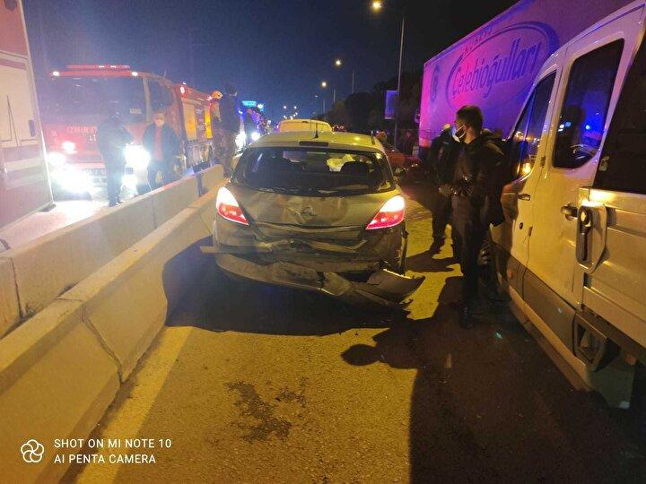 Meydana gelen kazada, 5 kişinin yaralandığı öğrenildi. Kazayla ilgili soruşturma başlatılırken, TIR sürücünün ehliyetinin olmadığı ortaya çıktı.