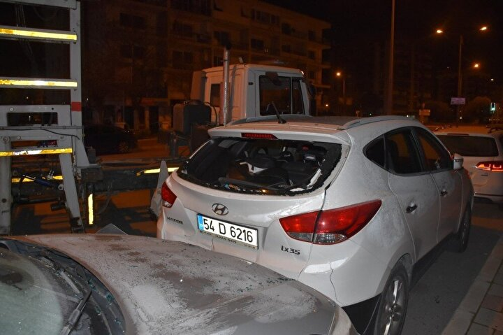 Soruşturma kapsamında, cip sürücüsünün yakalanması için çevredeki güvenlik kameraları incelemeye alındı.